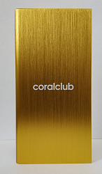 Die Powerbank mit Coral Club-Logo in Gold-Optik